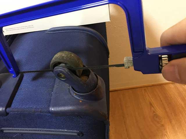 スーツケース車輪修理