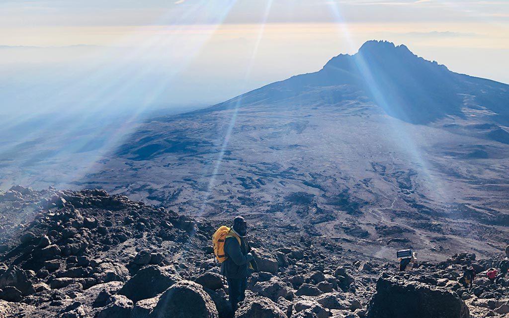 キリマンジャロ登山中の朝日